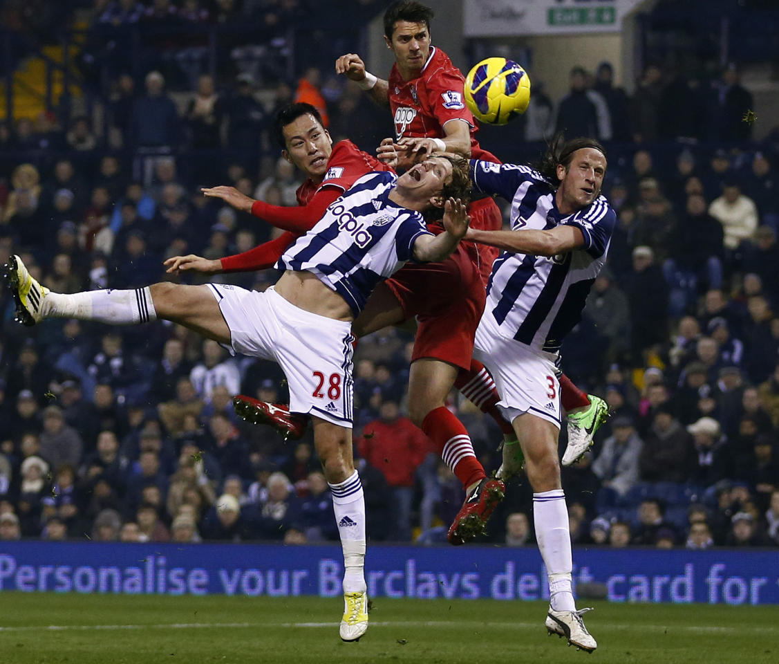 "Southampton's Maya Yoshida (L) and Jose Fonte (2nd R) challenge West Bromwich Albion's Billy Jones (2nd L) and Jonas Ollsson during their English Premier League soccer match at The Hawthorns in West Bromwich, central England, November 5, 2012.   REUTERS/Darren Staples   (BRITAIN - Tags: SPORT SOCCER TPX IMAGES OF THE DAY) FOR EDITORIAL USE ONLY. NOT FOR SALE FOR MARKETING OR ADVERTISING CAMPAIGNS. NO USE WITH UNAUTHORIZED AUDIO, VIDEO, DATA, FIXTURE LISTS, CLUB/LEAGUE LOGOS OR ""LIVE"" SERVICES. ONLINE IN-MATCH USE LIMITED TO 45 IMAGES, NO VIDEO EMULATION. NO USE IN BETTING, GAMES OR SINGLE CLUB/LEAGUE/PLAYER PUBLICATIONS"