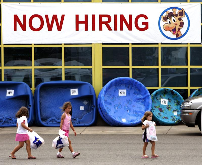 Toys R Us to hire 45,000 temp holiday staffers