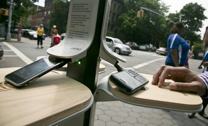 NYC to offer free phone-charging stations in parks
