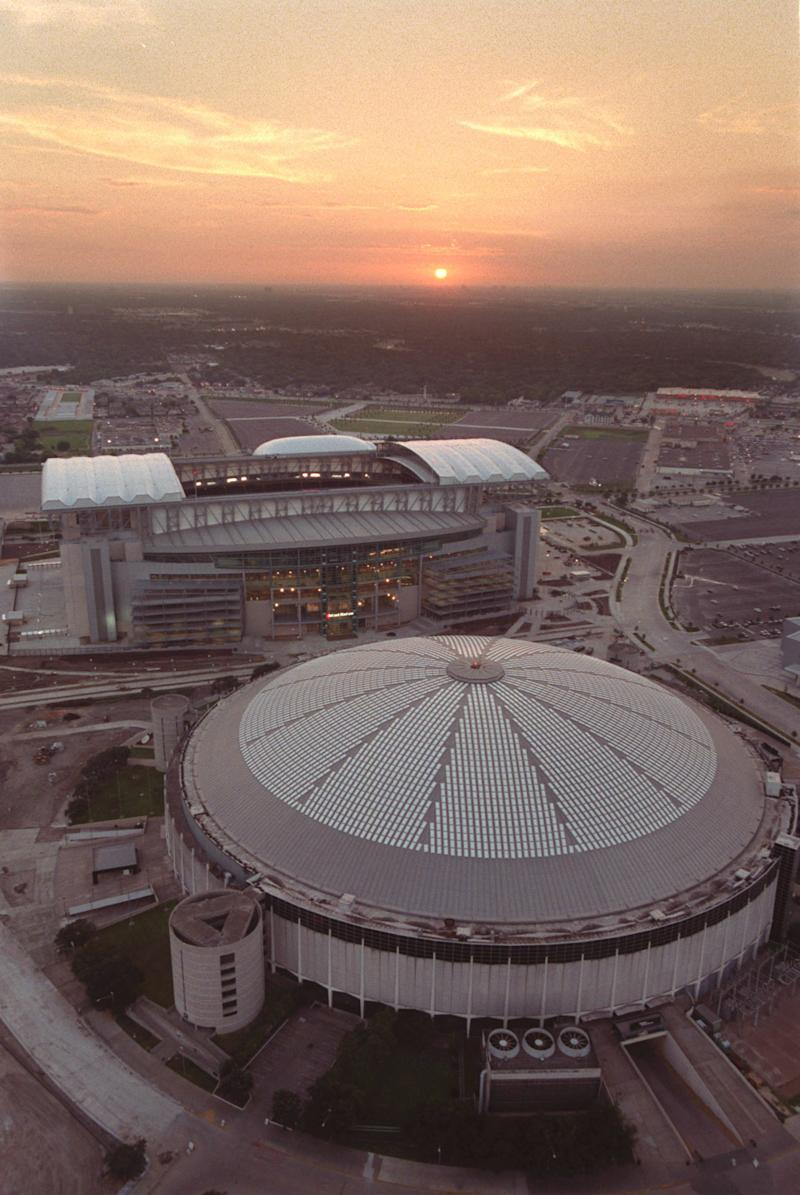 Board backs turning Astrodome into convention hall