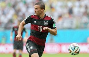 Lukas Podolski plays the ball during Germany's 1-0 win over the U.S. (EFE)