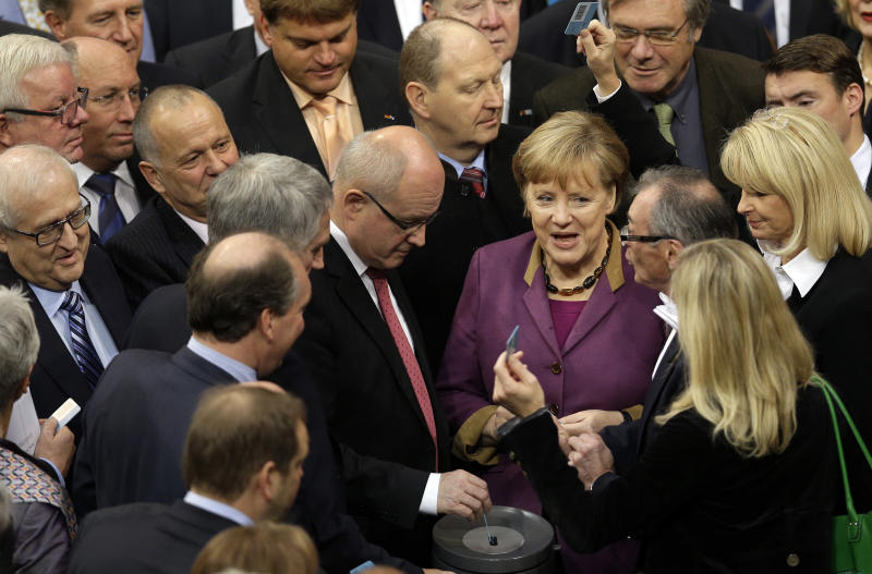Merkel does not rule out Greek haircut after 2014