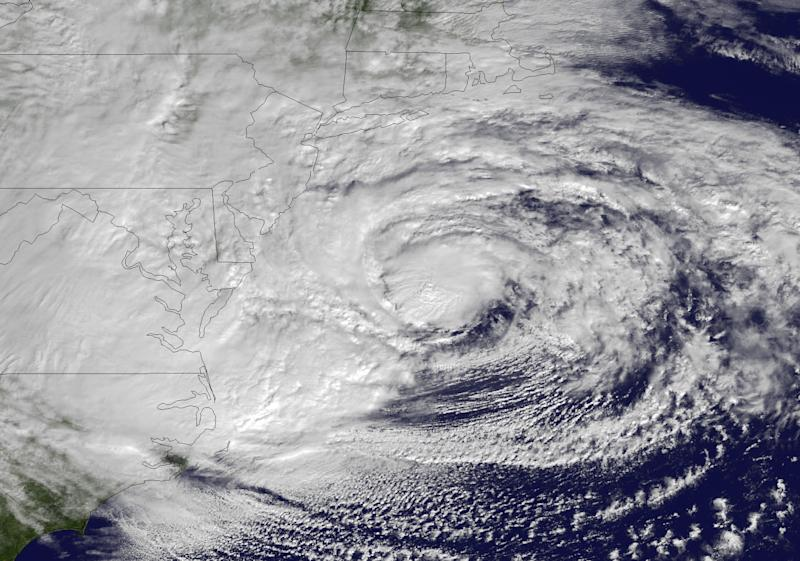 Facebook, Twitter abuzz with hurricane chatter