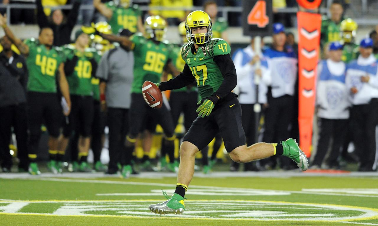 EUGENE, OR - OCTOBER 6: Linebacker Kiko Alonso #47 of the Oregon Ducks picks up a fumble during the third quarter of the game on October 6, 2012 at Autzen Stadium in Eugene, Oregon. Oregon won the game 52-21. (Photo by Steve Dykes/Getty Images)