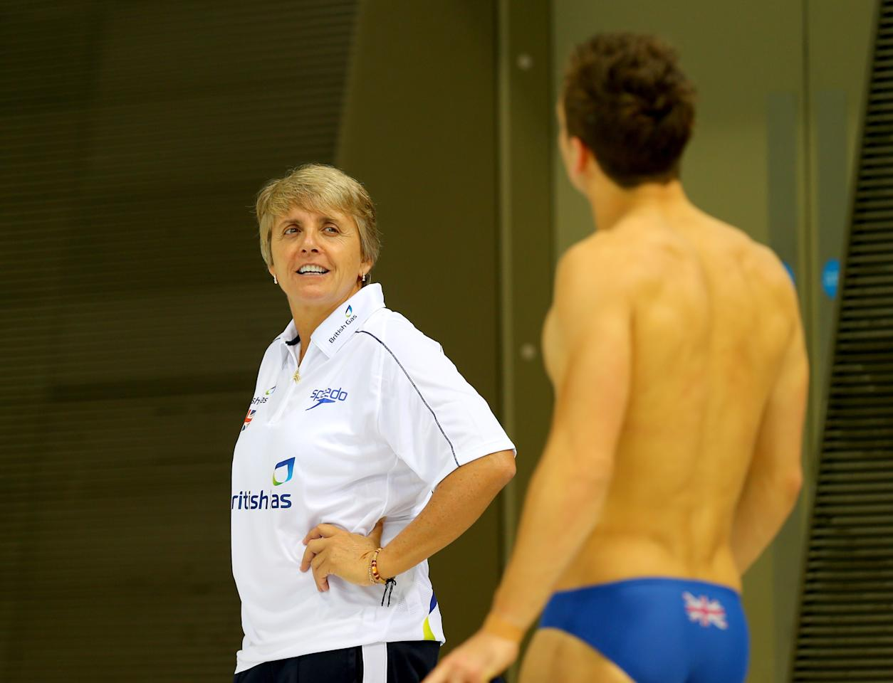 LONDON, ENGLAND - JANUARY 22: British diving coach Jane Figueiredo gives instructions to Tom Daley during a training session at the London Aquatics Centre on January 22, 2014 in London, England. (Photo by Clive Rose/Getty Images)