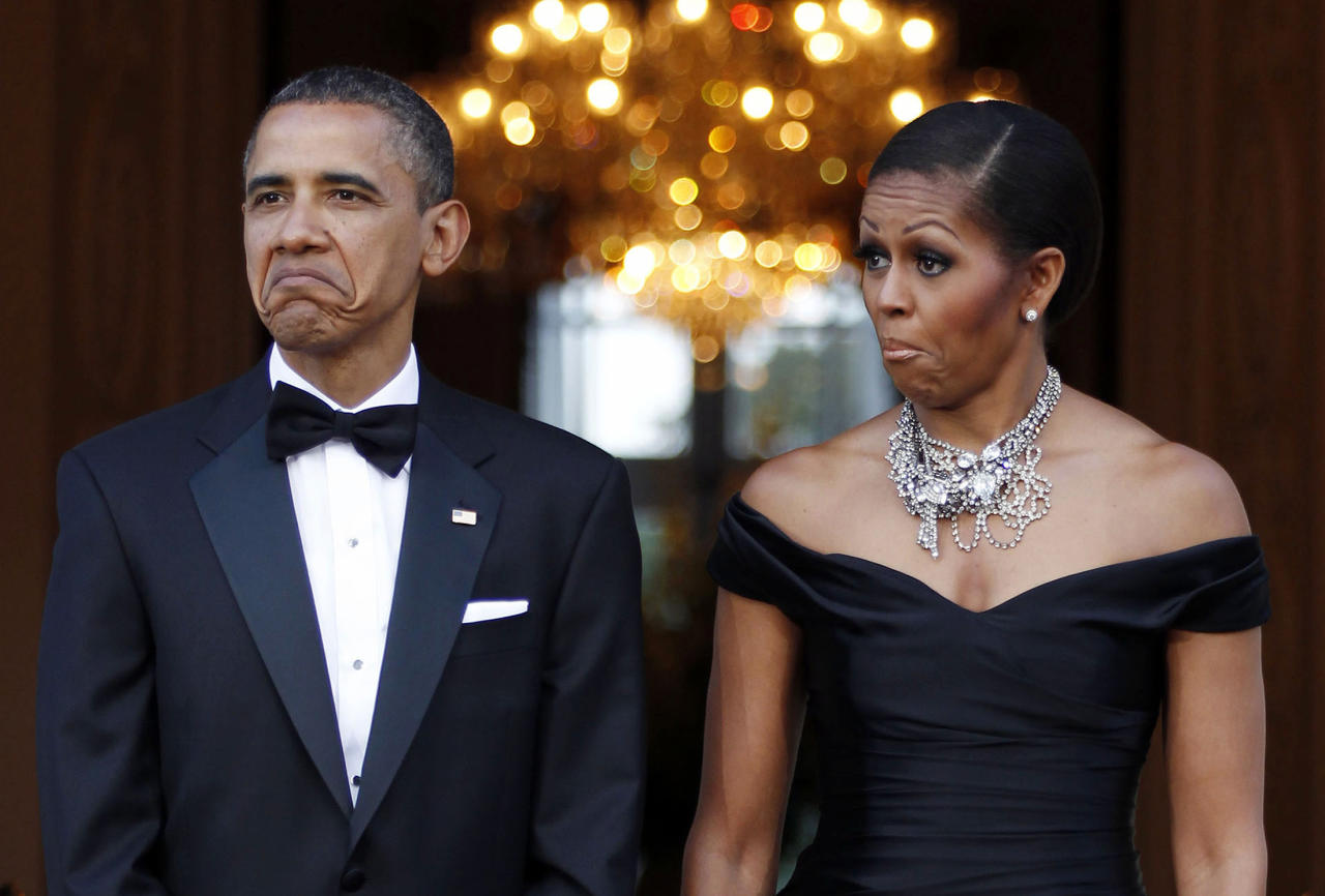 U.S. President Barack Obama (L) and first lady Michelle Obama react as the car carrying Queen Elizabeth and Prince Philip, Duke of Edinburgh, arrives at Winfield House in London, May 25, 2011. REUTERS/Larry Downing (BRITAIN - Tags: POLITICS IMAGES OF THE DAY)   FOR BEST QUALITY IMAGE: ALSO SEE GM1E75Q1TOE01