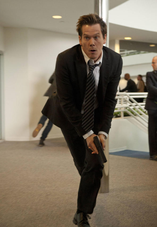 """Ryan Hardy (Kevin Bacon) looks for the followers in the """"Let Me Go"""" episode of """"The Following."""""""