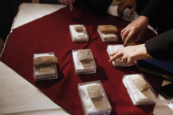 An employee displays clay tablets belong to the Sumerian era at the Iraqi Ministry of Foreign Affairs headquarters in Baghdad January 30, 2012.