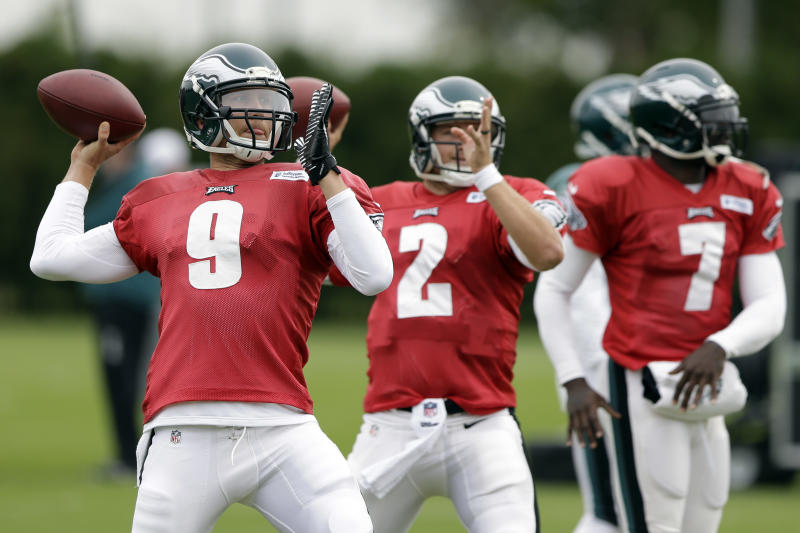 Kelly mum on starting QB for Eagles at Buccaneers