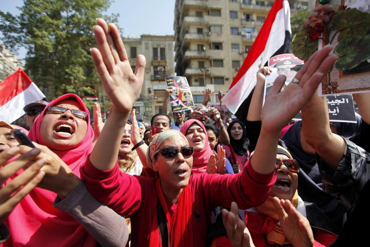 People chant pro-military slogans in Tahrir square as they celebrate the anniversary of an attack on Israeli forces during the 1973 war, in Cairo October 6, 2013. REUTERS/Mohamed Abd El Ghany (EGYPT - Tags: POLITICS CIVIL UNREST)