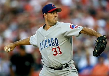 Chicago Cubs pitcher Maddux delivers in first inning against New York Mets in their MLB game in New York