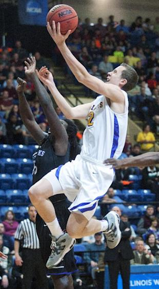 Williams College's Duncan Robinson (right) goes up for two against Wisconsin-Whitewater's Reggie Hearn during the first half of an NCAA Division III college basketball championship game at the Salem Civic Center, Saturday, March 22, 2014, in Salem, Va. (AP Photo/Don Petersen)