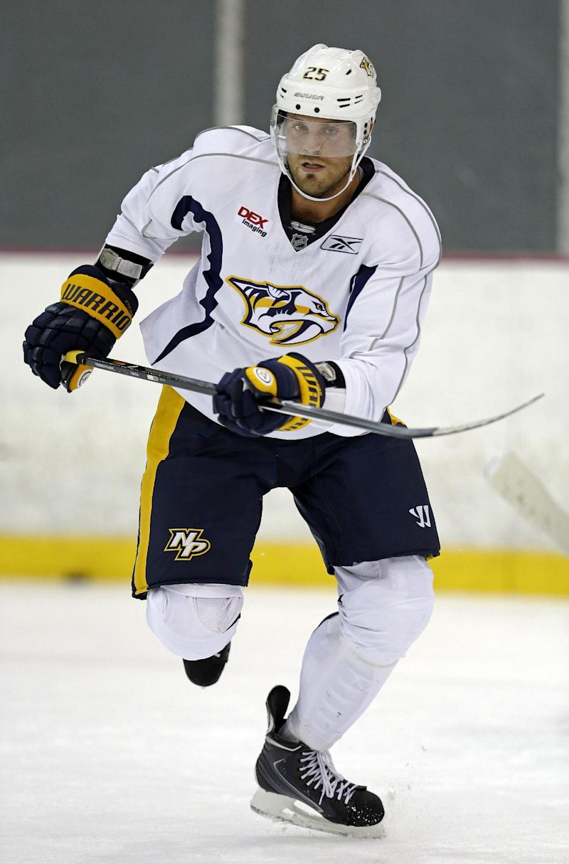 Predators' Stalberg hurts shoulder, out 3-4 weeks