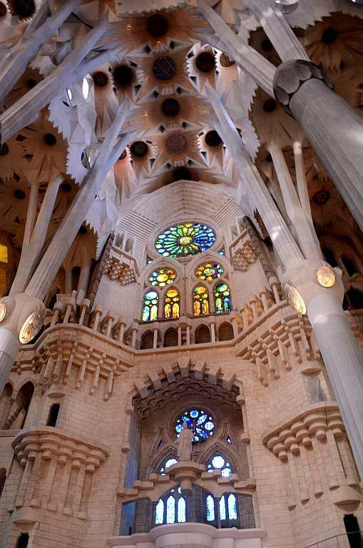 The apse façade built atop the crypt is consecrated to Our Lady. There are also seven apsidal chapels built between the walls with windows and arches that takes you back to the Gothic style but with Gaudi's touch. Although the church was not planned to be a cathedral, it was built in a grand manner to befit any cathedral of those times.