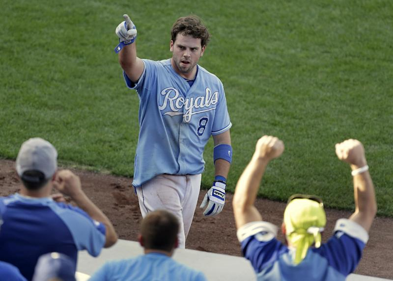 Royals' Moustakas aiming for bounce-back year
