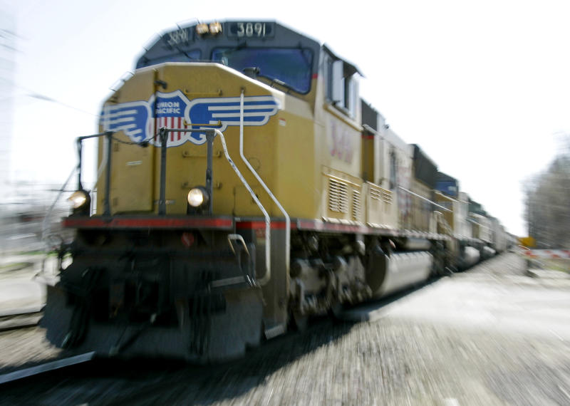 Union Pacific railroad's 4Q profit rises 7 percent