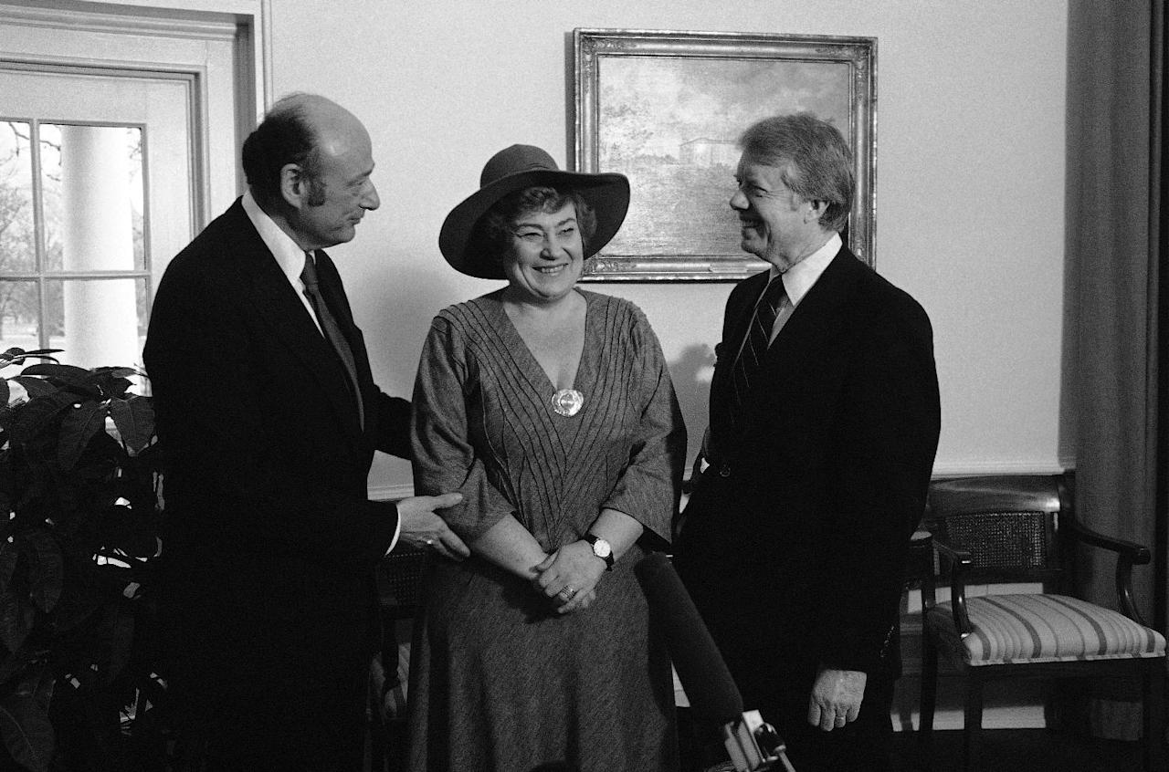 FILE - In this Feb. 2, 1978, file photo, New York Mayor Ed Koch, left, and former Rep. Bella Abzug, D-N.Y., center, chat with President Jimmy Carter during a meeting in the Oval Office in Washington. Koch, the combative politician who rescued the city from near-financial ruin during three City Hall terms, has died at age 88. Spokesman George Arzt says Koch died Friday morning Feb. 1, 2013 of congestive heart failure. (AP Photo/John Duricka, File)