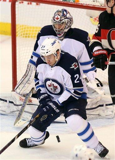 Montoya makes 33 saves in Jets' 1-0 win over Sens