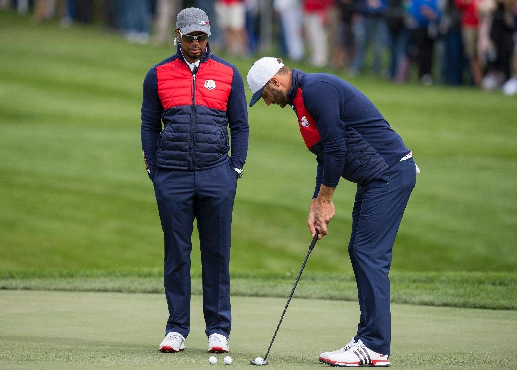 US Vice-Captain Tiger Woods watches as Dustin Johnson putts during a practice round ahead of the Ryder Cup at Hazeltine National Golf Course in Chaska, Minnesota, September 27, 2016 (AFP Photo/Jim Watson)