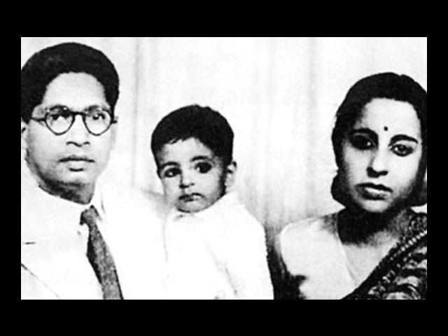 4. It is hard to imagine Big B as a baby, but here you are with his parents, poet Harivansh Rai and Teji. Born on 11th October, 1942, Amitabh Bachchan was initially named Inquilaab, but his father changed his mind when a fellow poet suggested the name 'Amitabh'.