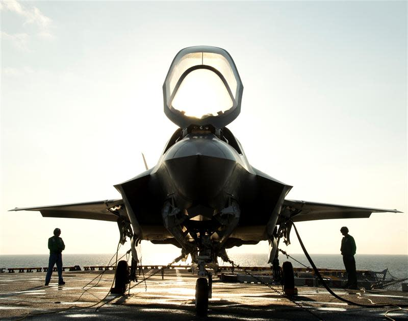 File of the flight deck crew securing an F-35B Lighting II aircraft aboard the amphibious assault ship USS Wasp