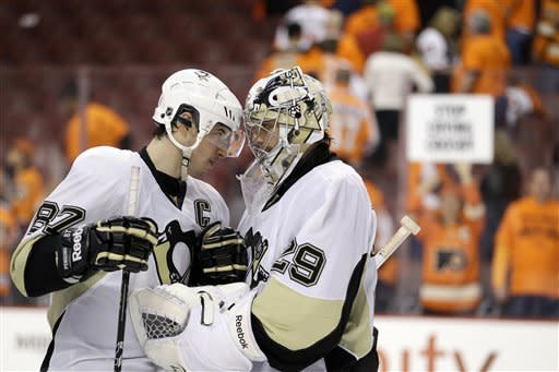 Penguins rout Flyers 10-3 and cut series to 3-1