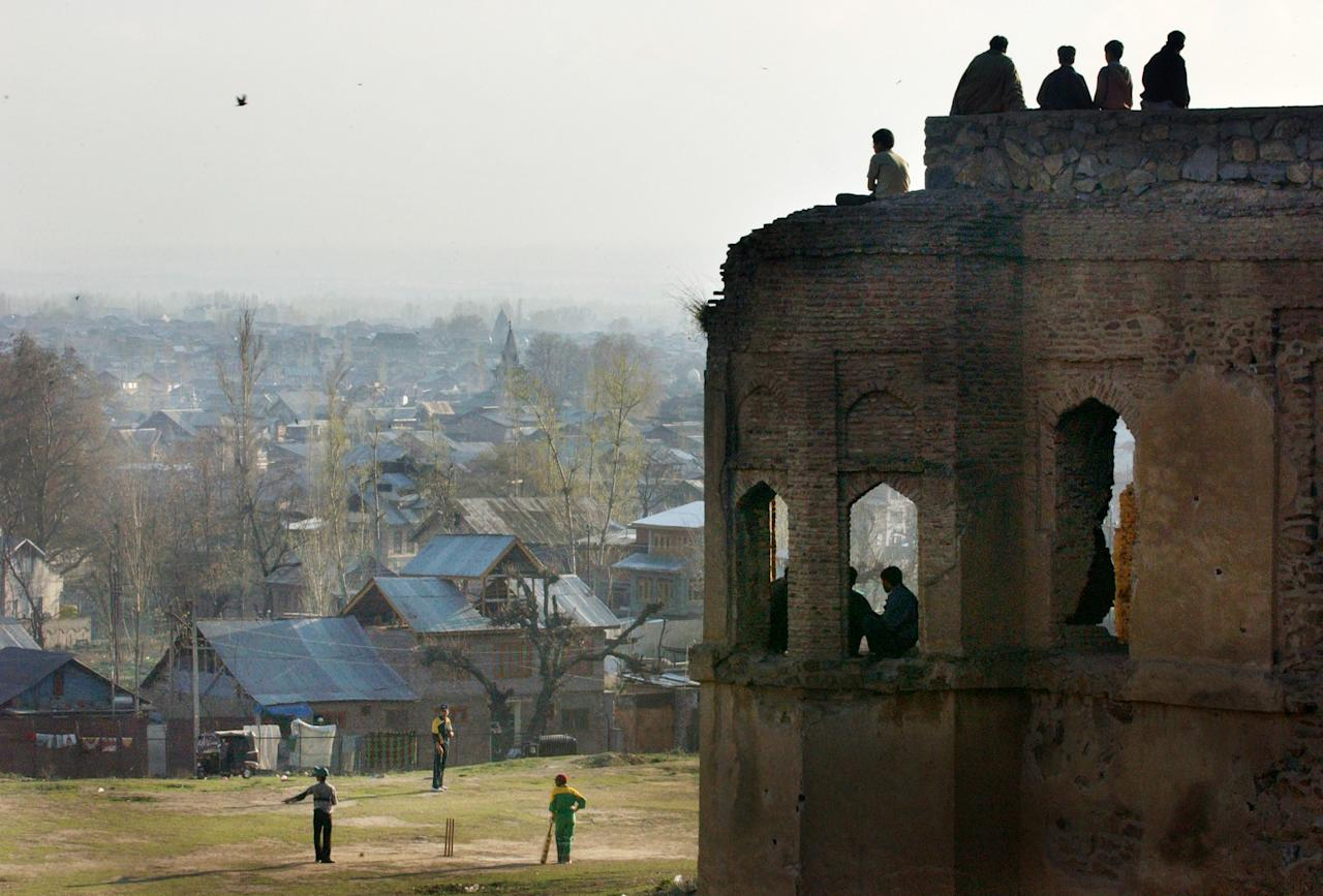 SRINAGAR, KASHMIR, INDIA - MARCH 12: Kashmiri boys play cricket on the eve of the much anticipated match between India and Pakistan in Srinagar, the summer capital of the Indian held state of Kashmir, March 12, 2004. (Photo by Ami Vitale/Getty Images)