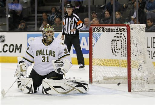 Couture paces Sharks past Stars, 5-2