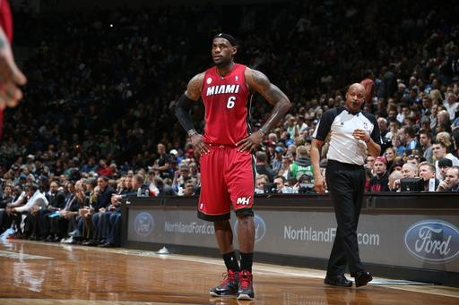 Wade, James lead Heat to record 15th straight win