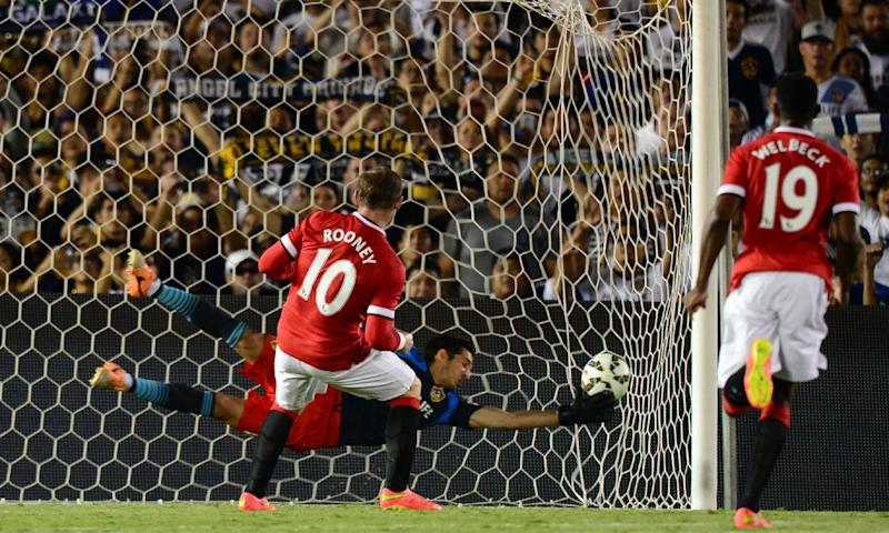 Manchester United's Wayne Rooney scores from the penalty spot as LA Galaxy goalkeeper Brian Perak attempts a save during their in Pasadena, California on July 23, 2014