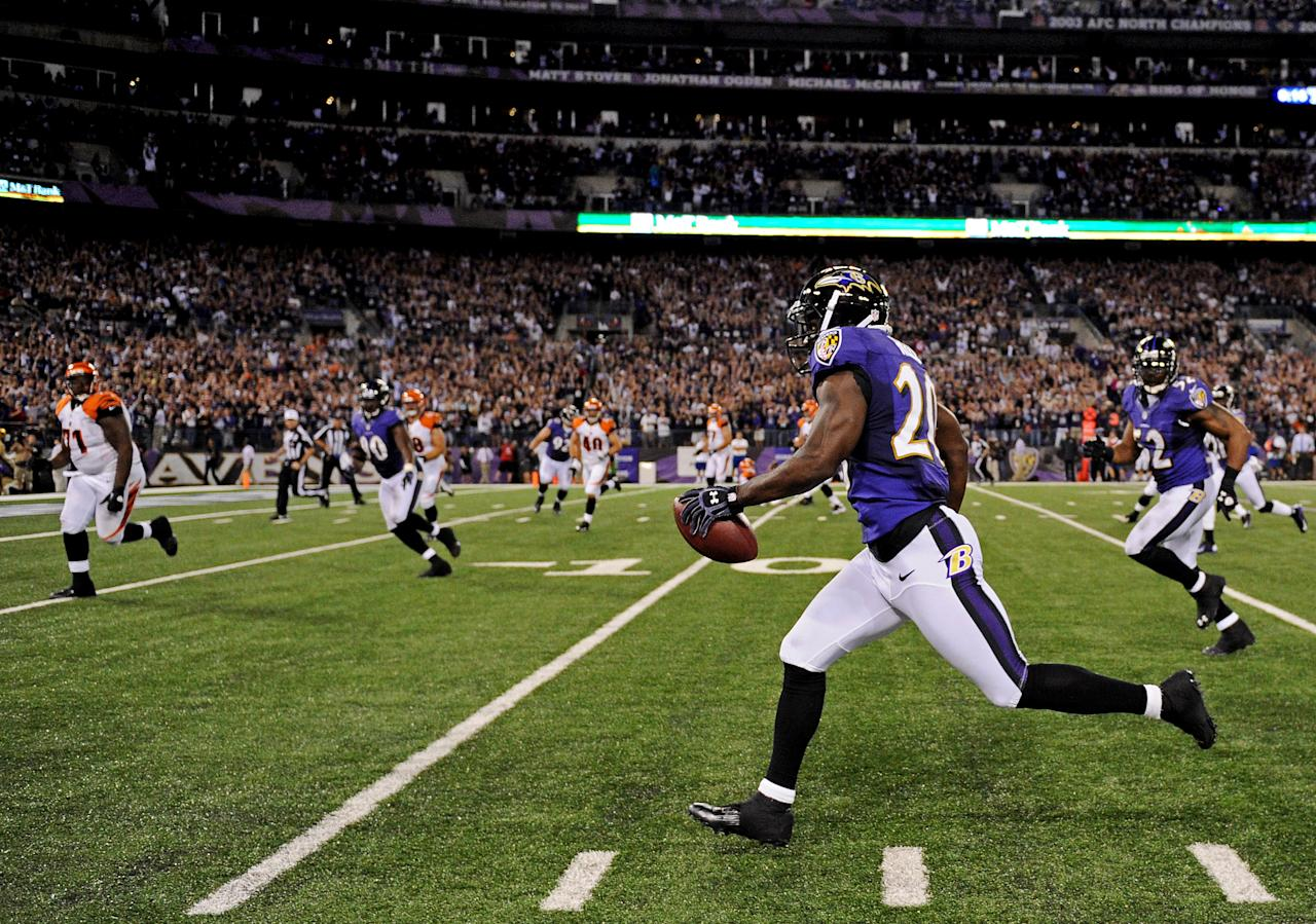 BALTIMORE, MD - SEPTEMBER 10: Safety Ed Reed #20 of the Baltimore Ravens returns an interception for a touchdown in the third quarter against the Cincinnati Bengals at M&T Bank Stadium on September 10, 2012 in Baltimore, Maryland. (Photo by Patrick Smith/Getty Images)