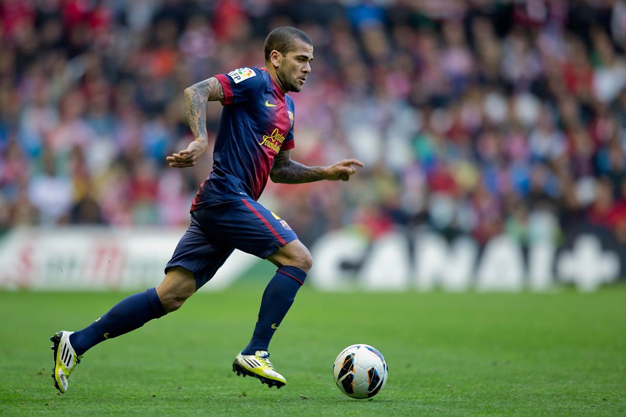 BILBAO, SPAIN - APRIL 27: Dani Alves of FC Barcelona controls the ball during the La Liga match between Athletic Club de Bilbaoand FC Barcelona at San Mames Stadium on April 27, 2013 in Bilbao, Spain.  (Photo by Gonzalo Arroyo Moreno/Getty Images)