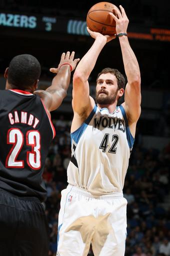 Johnson's boost early lifts Wolves over Blazers