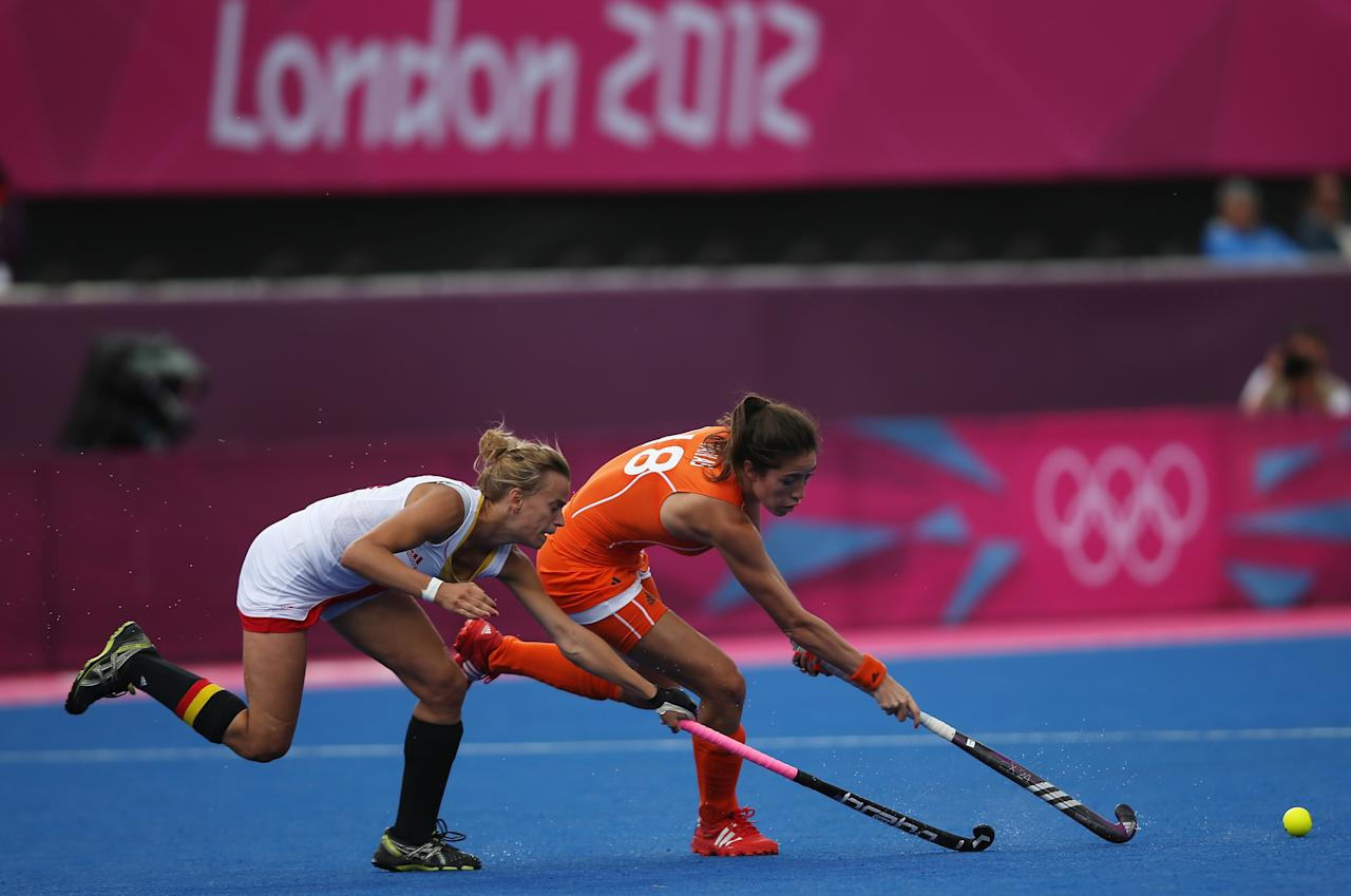 LONDON, ENGLAND - JULY 29:  Naomi Van As of Netherlands competes with Charlotte de Vos of Belgium during the Women's Pool WA Match W02 between the Netherlands and Belgium at the Hockey Centre on July 29, 2012 in London, England.  (Photo by Daniel Berehulak/Getty Images)