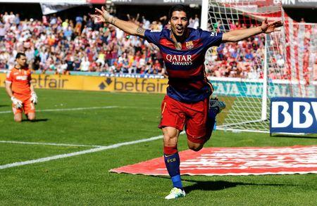Football Soccer - Granada v Barcelona - Spanish Liga BBVA - Los Carmenes stadium, Granada, Spain - 14/05/16 Barcelona's Luis Suarez celebrates his second goal.  REUTERS/Marcelo Del Pozo