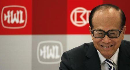 Hong Kong tycoon Li Ka-shing smiles during a news conference in Hong Kong