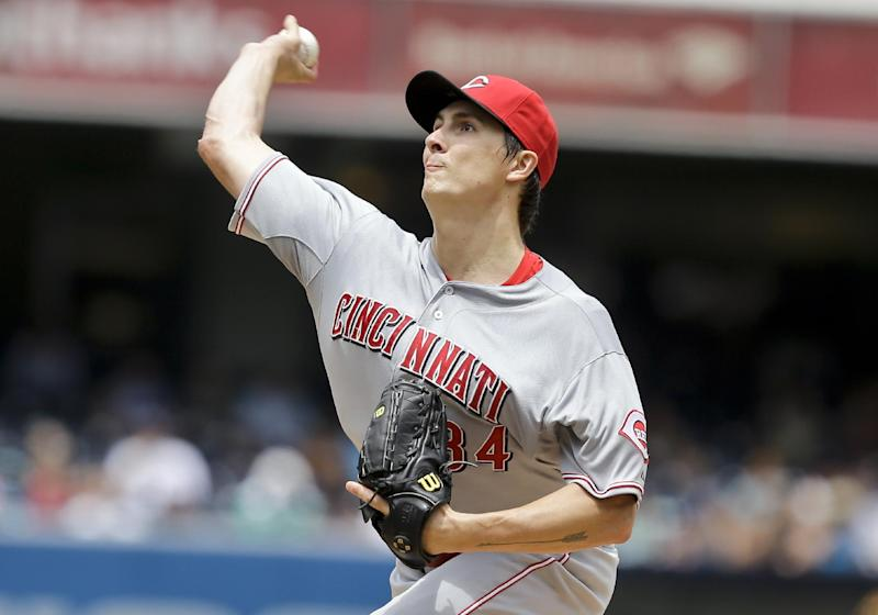Bailey takes shutout into 9th in 4-1 Reds win