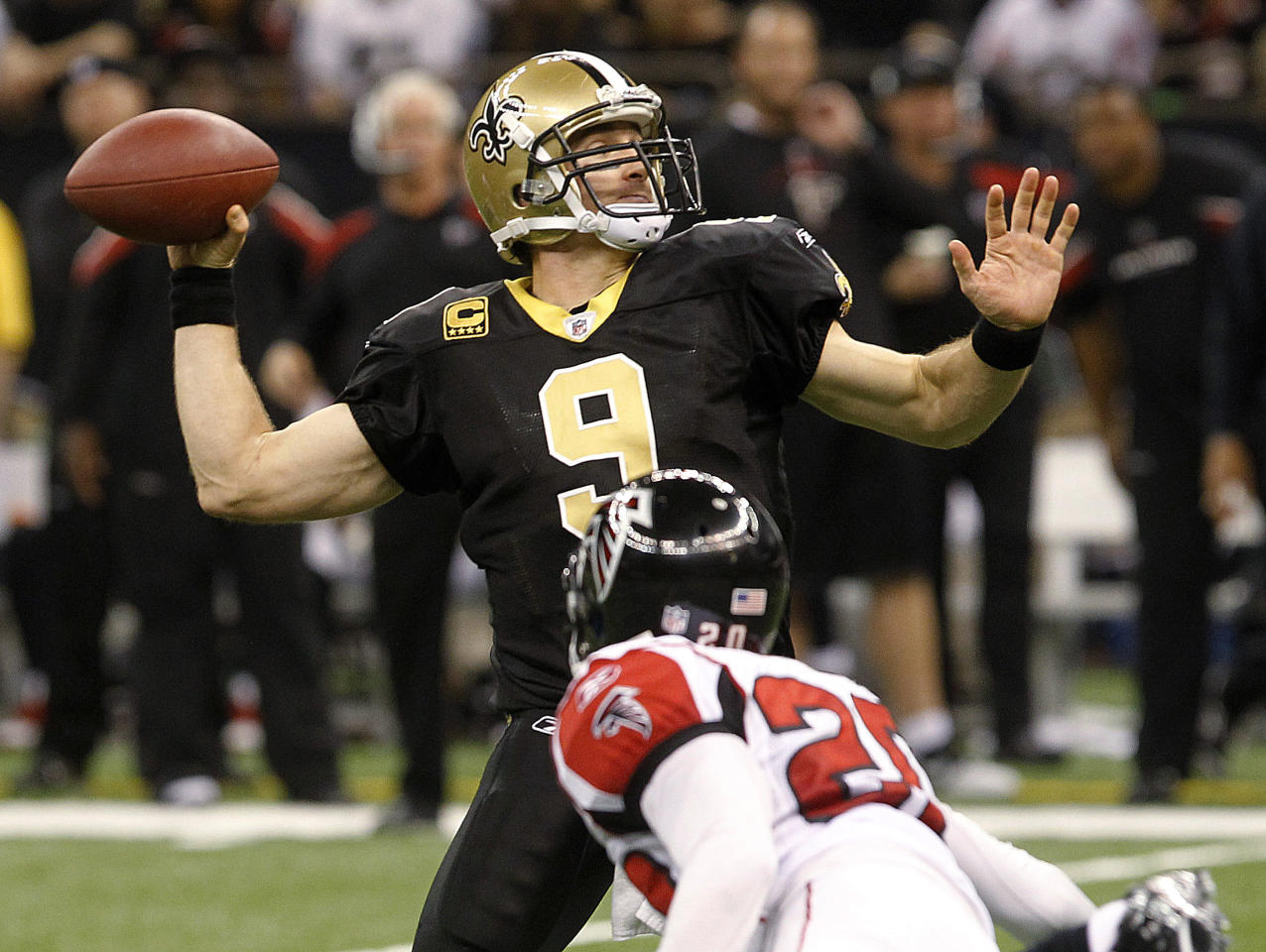 New Orleans Saints quarterback Drew Brees (9) throws a touchdown pass to wide receiver Robert Meachem in the third quarter as Atlanta Falcons' Brent Grimes defends, during an NFL football game in New Orleans, Monday, Dec. 26, 2011. (AP Photo/Bill Haber)