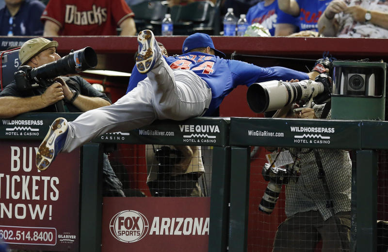 Collmenter helps give Arizona 3-game sweep