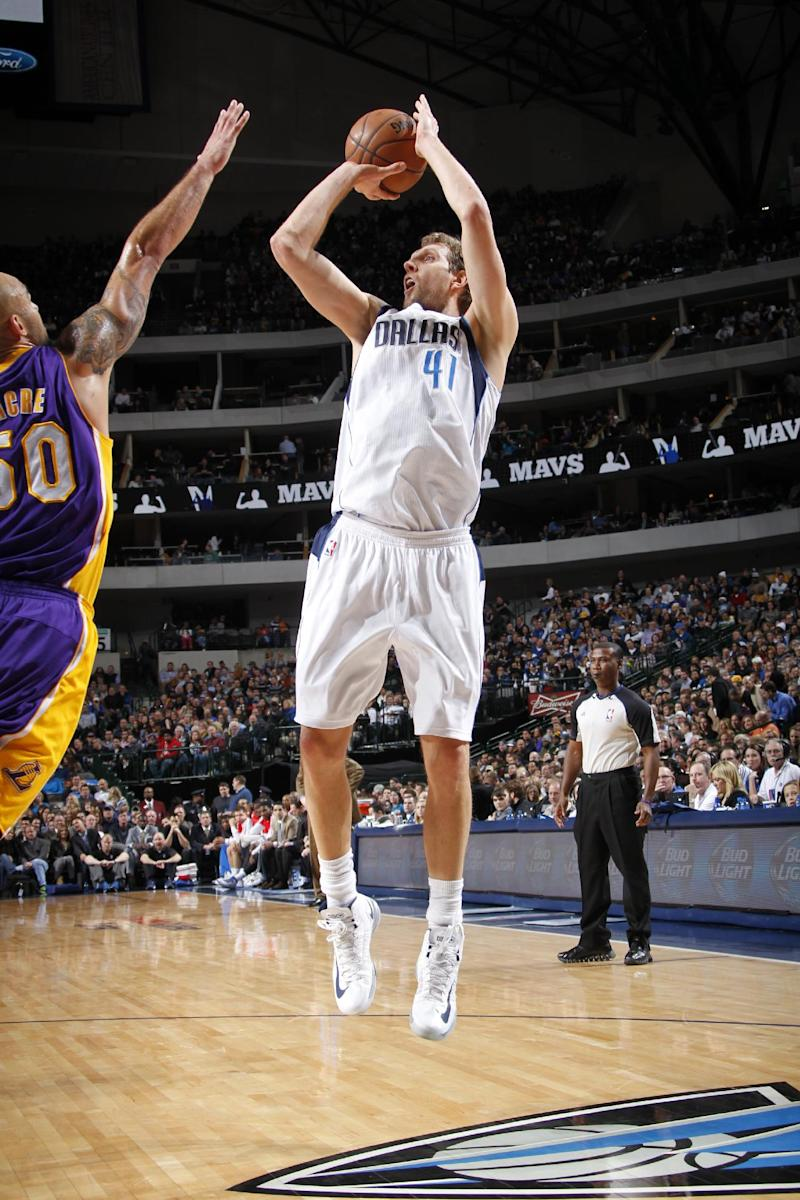 Mavs end home skid, 110-97 over Lakers