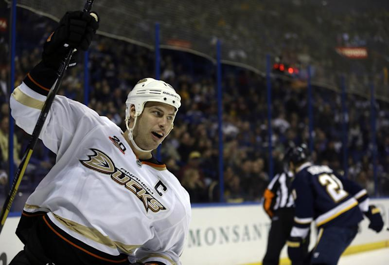 Getzlaf scores 25th goal, Ducks top Blues 3-2