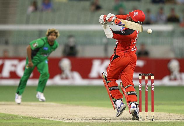 MELBOURNE, AUSTRALIA - JANUARY 06:  Marlon Samuels of the Melbourne Renegades gets hit in the head by Lasith Malinga of the Melbourne Stars during the Big Bash League match between the Melbourne Stars and the Melbourne Renegades at Melbourne Cricket Ground on January 6, 2013 in Melbourne, Australia.  (Photo by Michael Dodge/Getty Images)