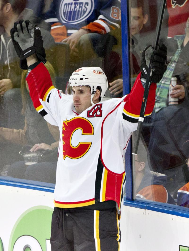 Glencross has hat trick, Flames rout Oilers 8-1