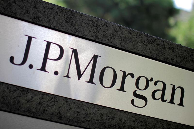 JP Morgan Chase elects Berkshire Hathaway investment officer to its board