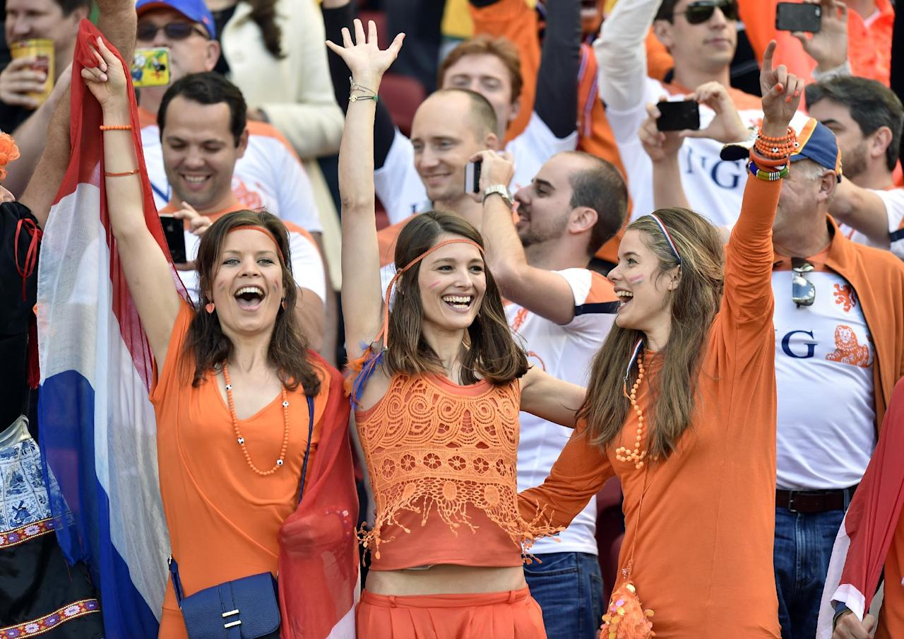 Dutch supporters react before the group B World Cup soccer match between Australia and the Netherlands at the Estadio Beira-Rio in Porto Alegre, Brazil, Wednesday, June 18, 2014.    (AP Photo/Martin Meissner)