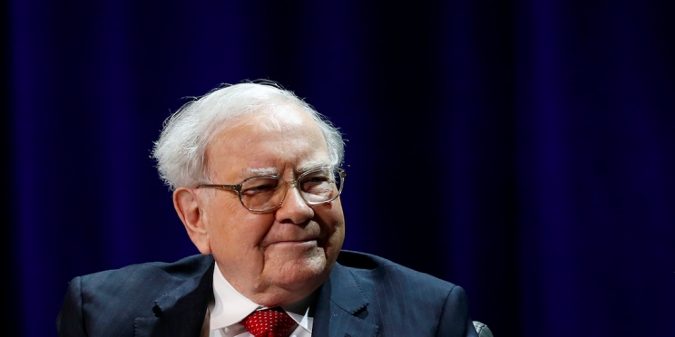 Buffett shopping spree quadruples investor's Apple stake