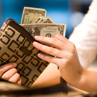 Woman-with-cash-in-wallet_web