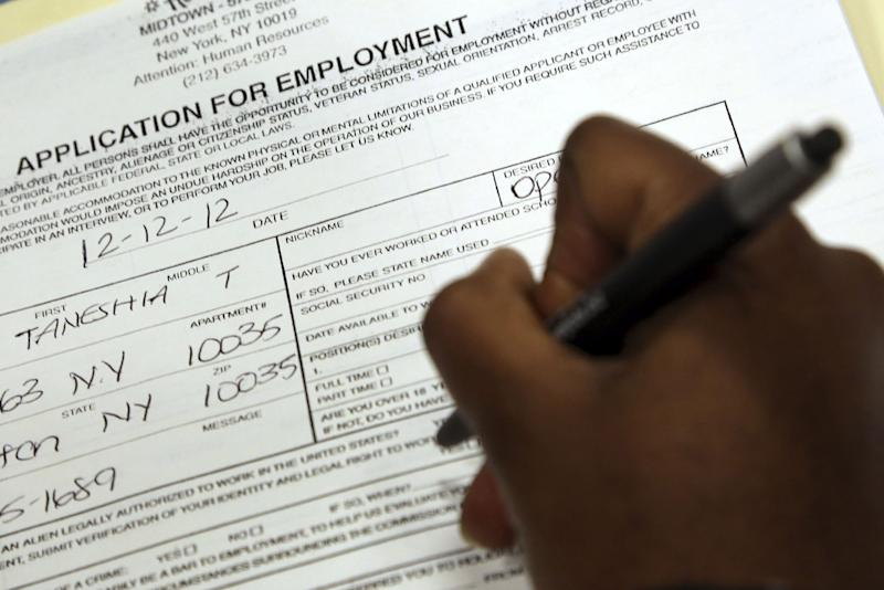 US job market shrugs off fears of 'fiscal cliff'