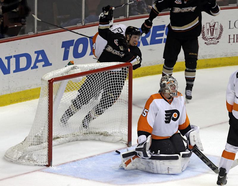 Perry, Getzlaf lead Ducks over Flyers 5-3