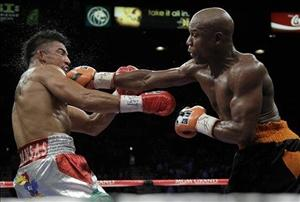 Floyd Mayweather Jr. hits Victor Ortiz Floyd during their WBC welterweight title fight Saturday, Sept. 17, 2011, in Las Vegas. (AP Photo/Julie Jacobson)